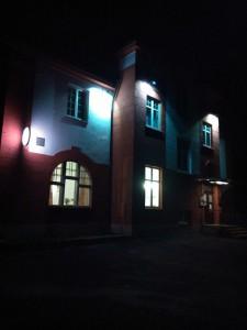 Rozsvícený hotel